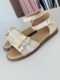 Sandaaltjes met strik beige