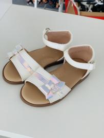 Sandaaltjes met strik wit