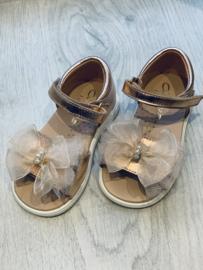 Clarys   roségold sandaaltje met tulestrik & parels