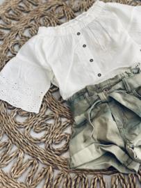 Street called madison   witte blouse met broderie