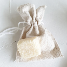 Small bag with musk cube