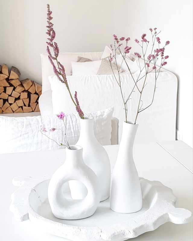 Set of 3 white vases