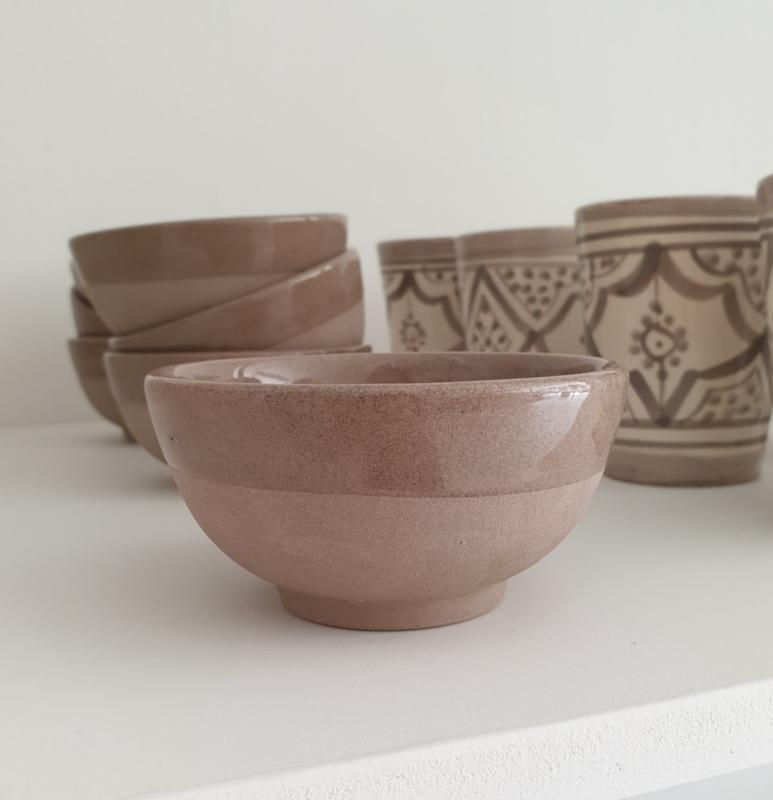 Natural earthenware bowl