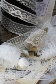 Package of various white lace set A.