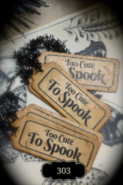 Vintage Style Halloween Tags with pin, tinsel and glitter. Several tekst options.