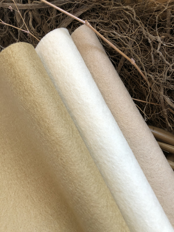 Quality Wool felt for bear paws, set of three natural colors   € 3,50 per set.