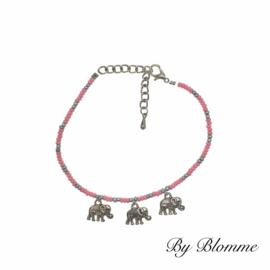 Roze enkelbandje met olifantjes