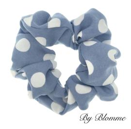 Scrunchie lichtblauw met witte stippen
