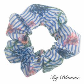 Scrunchie blauw wit gestreept met bloemetjes