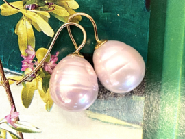 Vermeer parel oorbellen licht roze/goud