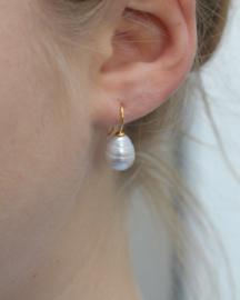 Kleine parel oorbellen roomwit/zilver