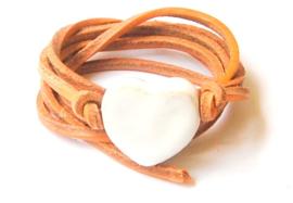 Armband naturel leren veter met wit hart