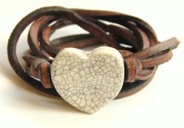 Armband leren veter met craquelé hart
