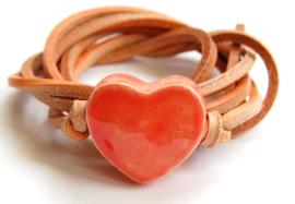 Armband naturel leren veter met hart meloen