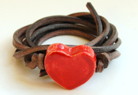 Armband leren veter met rood hart