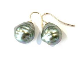 Barok parel oorbellen groen/goud
