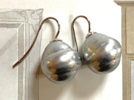 Barok parel oorbellen grijs/zilver
