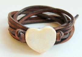 Armband leren veter met roomwit  hart