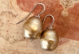 Barok parel oorbellen goud/zilver
