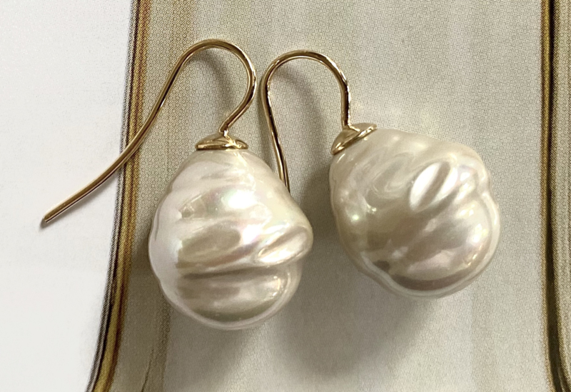 Barok parel oorbellen champagne/goud