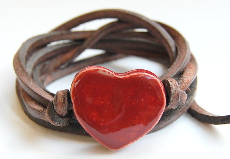 Armband leren veter met bordeaux rood hart