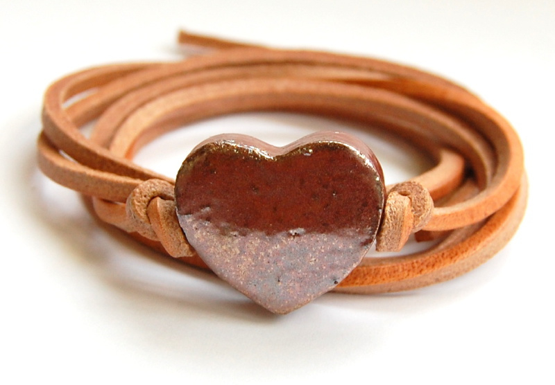 Armband naturel leren veter met rosé goud hart