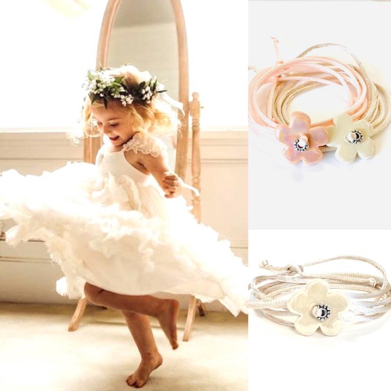 Bruidsmeisjes bloemen armband wit