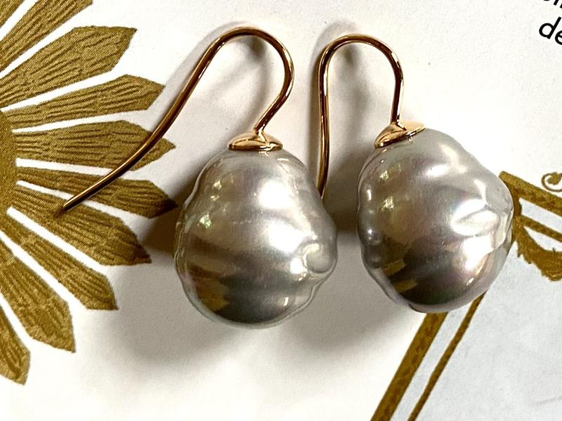 Barok parel oorbellen grijs/goud