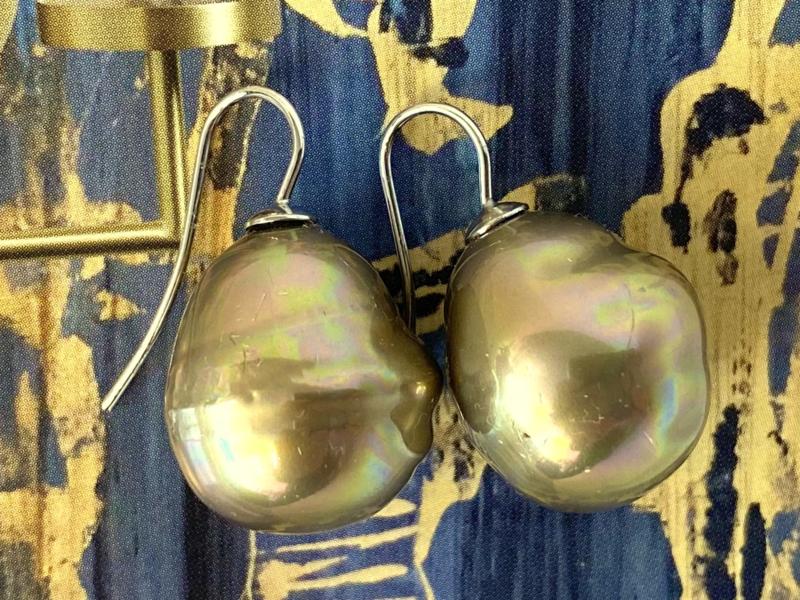Barok parel oorbellen groot goud/zilver