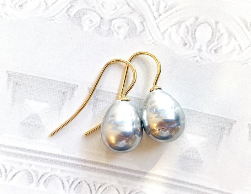 Kleine parel oorbellen grijs/goud