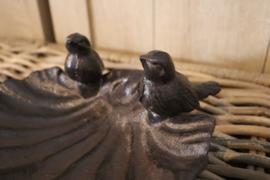 vogelbadje met 2 volgeltjes
