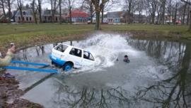 Auto Te Water Cursus 1, Eruit Door De Ruit!