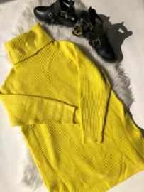 Neon sweater yellow