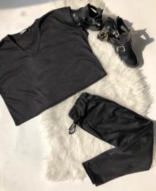 V-neck comfy suit black