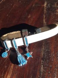Armband leer (licht taupe) met bedels