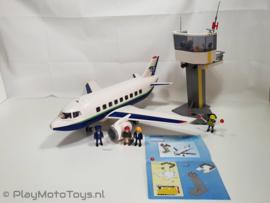 Playmobil 5261 - Passagiers en vrachtvliegtuig met Controletoren, gebruikt & compleet.