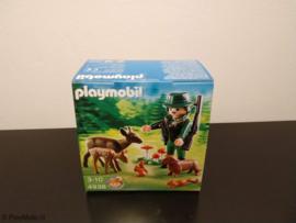 Playmobil 4938 - Jager met bosdieren in geel Paasei