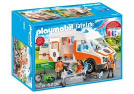Playmobil 70049 - Ambulance met medisch team