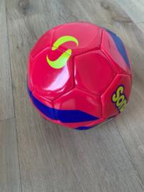 roze voetbal maat 4