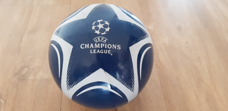klein plastic voetbal