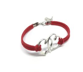 Rode armband met twee hartjes