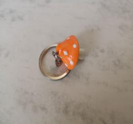 Sleutelhanger van oranje paddenstoel