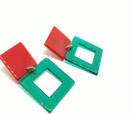 Groene en rode oorhangers
