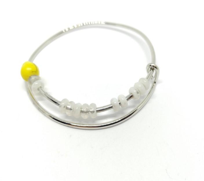 Bangle armband met gele kraal