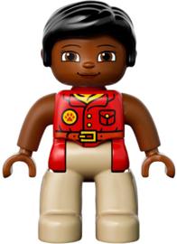 Duplo poppetje vrouw, rood shirt, zwart haar  nieuw