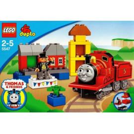 Duplo Thomas de trein 5547 - James viert feest op Sodor dag met doos