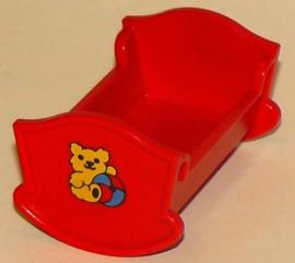 Baby bedje - ledikant rood met logo knuffel beer