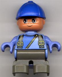 Frenkie met blauwe pet