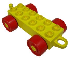 Duplo auto/trein aanhanger 2x6 geel met rode wielen met gesloten haak
