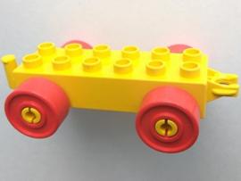 Duplo auto/trein aanhanger 2x6  geel met rode wielen